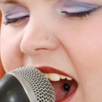 woman-singing_19-127723
